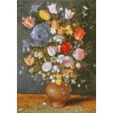 Цветя в каменна ваза